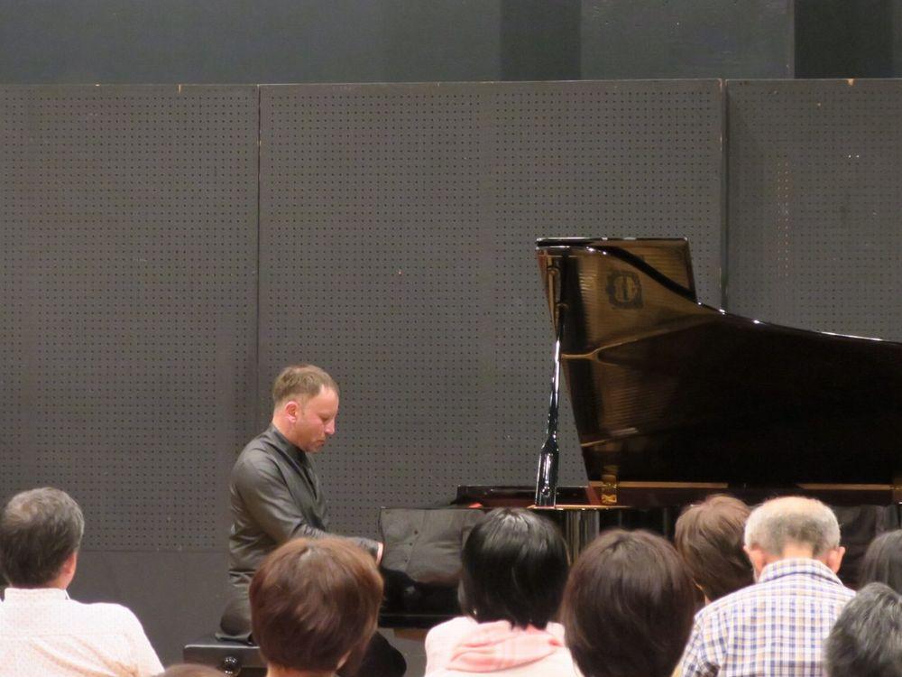 第100回特別公演コンスタンチン・セロヴァトフ氏のピアノソロ